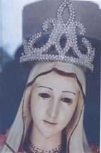 Weinende madonnenstatue in bangladesh